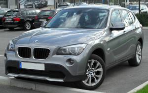 1280px-BMW_X1_front_20100410